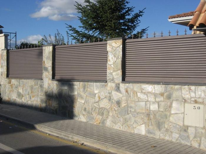 Hierro aluminios crisala huesca for Vallas de jardin metalicas